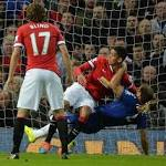 Van Persie rescues dramatic late point for Manchester United against Chelsea