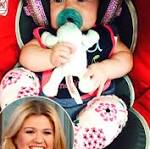 Kelly Clarkson Joins Trisha Yearwood Onstage for First Post-Baby Performance ...