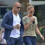 Jeter finally gets a ring ... with Hannah Davis