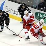 Glendening's late goal lifts Wings over Sharks 3-2