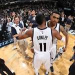 Lee buzzer-beater seals Grizz win over Kings