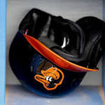 Fan lifts weights during Baltimore Orioles loss (Video)