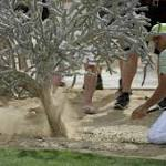 Garcia's generosity backfires, Fowler advances in Tuscon