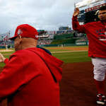 Howard sinks to 7th in order as Phillies lose fifth straight