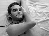 Любовь. архитектура. стриптизер. парень в постеле, молодой парень, на кровате...