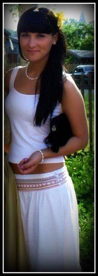 Yana Sweet